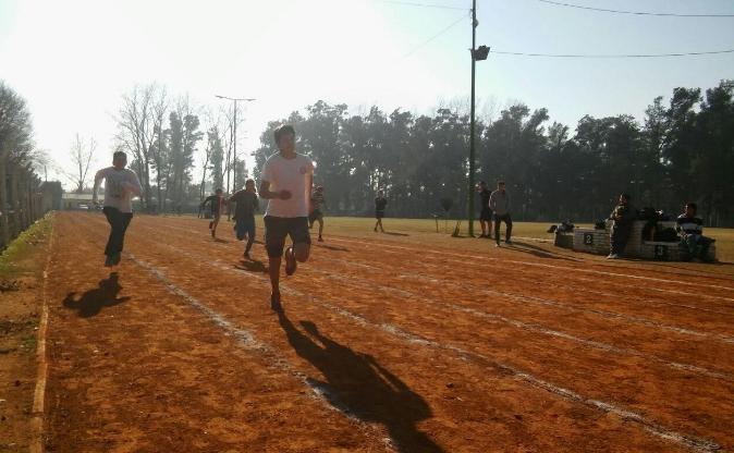 Abre otra escuela de atletismo